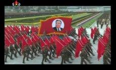 Video: Ziemeļkorejā grandiozā parādē svin iebalzamētā Irsena dzimšanas dienu