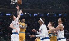 Porziņģis pirmoreiz NBA spēli uzsāk centra pozīcijā; 'Knicks' piedzīvo zaudējumu
