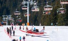 Dienas ceļojumu foto: Alpos lidmašīna veic avārijas nosēšanos tieši uz slēpošanas kalna