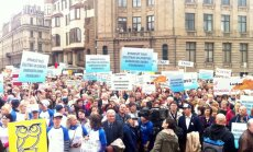 Тысячи недовольных педагогов вышли на улицы столицы