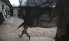 Vācija ar deportāciju ainu video brīdina bēgļus no Balkāniem palikt mājās