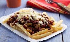 Ātro uzkodu klasika: kā mājās pagatavot frī ar čili un sieru jeb 'chili cheese fries'