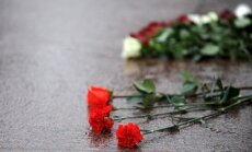 AM noliedz, ka bērnam brīvdienās būtu aizliegts nolikt ziedus pie Brīvības pieminekļa