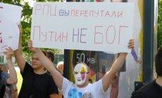 Fotoreportāža: 'Pussy Riot' atbalsta akcija Rīgā