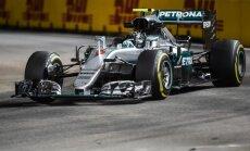 Rosbergs pēc kļūmes pirmajā treniņā uzrāda ātrāko laiku Singapūras F-1 posma otrajā treniņbraucienā