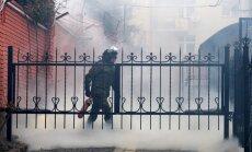 Protestētāji Ļvivā ar olām apmētājuši Krievijas konsulātu