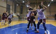 Foto: Latvijas basketbolistes uzsāk gatavošanos izšķirošajai EČ kvalifikācijas spēlei