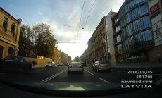 ВИДЕО: Водители один за другим нарушают правила на улице Бривибас