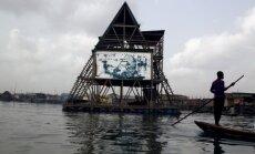 Peldoša piramīda Nigērijā, kas pilda skolas funkciju
