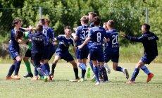 Foto: Cīņas futbola laukumā par dalību Pasaules kausa izcīņā jauniešiem