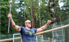 Foto: Kaspars Kambala rosās ar milzu veseri