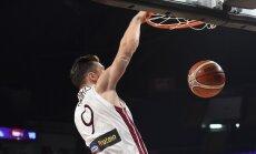 Dairis Bertāns gūst 15 punktus Itālijas čempionāta spēlē