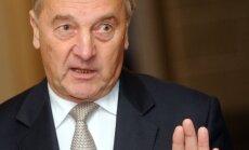 Prezidents tiksies ar ASV senatoriem Makeinu, Baroso un Hovenu