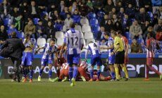 Video: Šausminošu sadursmi spēlē piedzīvo spāņu futbolists Toress