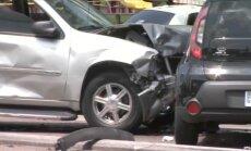 Video: Pakaļdzīšanās ASV noslēdzas ar vairāku automašīnu sadursmi