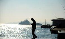 Turcija izsauc Krievijas vēstnieku saistībā ar incidentu uz karakuģa Bosfora šaurumā