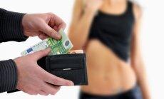 Брать налоги или наказывать клиентов? Как Швеция учит Латвию бороться с проституцией