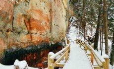 Foto: Meklējot iespaidīgās Līču-Laņģu klintis – vienu no skaistākajiem pastaigu maršrutiem Latvijā