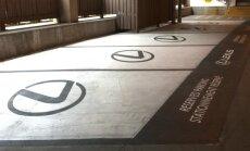Lidostā Kanādā autostāvvietas invalīdiem pārtaisītas speciāli 'Lexus' spēkratiem
