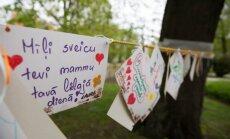 Vērmanes dārzā aicina uz Māmiņdienas mīļvārdu koka veidošanu