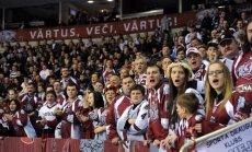 Hokeja fani šokā par aizliegumu Latvijas-Krievijas spēlēs ienest Ukrainas un Lietuvas karogus
