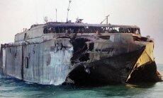 Sarkanajā jūrā ar raķeti iznīcināts futūristiskais katamarāns HSV-2 'Swift'