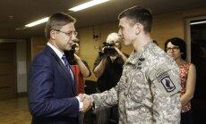 Foto: Ušakovs ASV karavīriem liela Rīgu