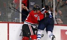 Video: hokeja laukuma aizsargstikls neiztur iespaidīgu spēka paņēmienu
