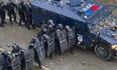 Policijas un protestētāju sadursmēs Kosovā ievainoti 37 cilvēki