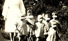 Zvērīgi pērieni un pārtikas trūkums: patiess stāsts par dzīvi 50. gadu bērnunamos Latvijā