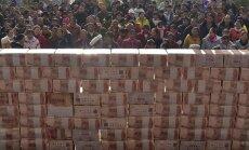 Ķīna trešo dienu pēc kārtas devalvē juaņas kursu pret ASV dolāru