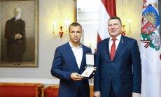 Президент Латвии наградил боксера Бриедиса орденом Трех звезд