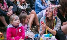 Foto: Kā populārie latvieši 'Positivus' festivālā atpūtās