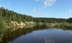 Ūdens temperatūra upēs un ezeros pagaidām nepārsniedz +11 grādu