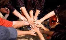 Trīs latviešu ģimeņu pieredzes stāsti par viesskolēnu no Taizemes un Japānas uzņemšanu