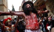 Foto: Jeruzalemē atzīmēta Lielās piektdienas procesija