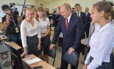 Putins ierodas vizītē Tālajos Austrumos; Vladivostokā steigā nokrāso asfaltu