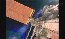 Video: Kā astronauti atklātā kosmosā labo SKS