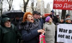 Video: Pie valdības ēkas protestē pret BBC filmu