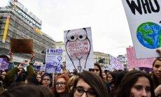 Foto: Sievietes Spānijā streiko un piedalās demonstrācijās