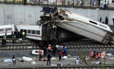 Spānijas katastrofā izdzīvojušie: vilciens lielā ātrumā 'neizņēma' līkumu