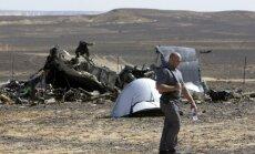 Krievija par aviokatastrofas cēloni uzskata bumbas sprādzienu, vēsta ASV avoti