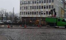 Rīdzinieki sašutuši par Vecrīgā nocirstām liepām; zemes gabalā grib celt viesnīcu