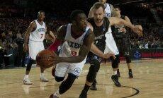 Dairis Bertāns iemet 19 punktus pret NBA klubu '76ers'