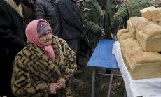 Lielākā daļa Krievijas iedzīvotāju sākuši taupīt uz pārtikas rēķina, liecina aptauja