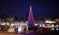 Egļu ceļš cauri Latvijai jeb Kā sapostas novadu eglītes šogad?