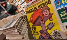 На обложе Charlie Hebdo — Меркель с отрезанной головой соперника по выборам