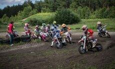 Mini motokrosa otrais posms Mārupē pulcē jaunos sportistus no piecām valstīm