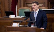 'Olšteina sešinieks' sola neklupināt Dombrovska valdību