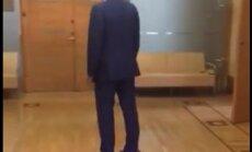 ВИДЕО: Пятница. Мэр Риги катается по думе на ховерборде